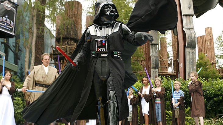 AG-disney-parques-star-wars-weekend-darth-vader-D-732x412
